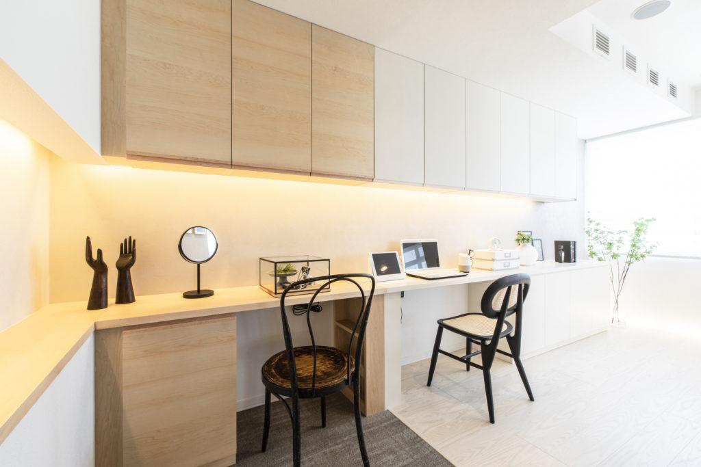リビング横にはワークスペース。在宅ワークが進み働き方の多様性が求められている中、一つの職住スタイルの提案です。