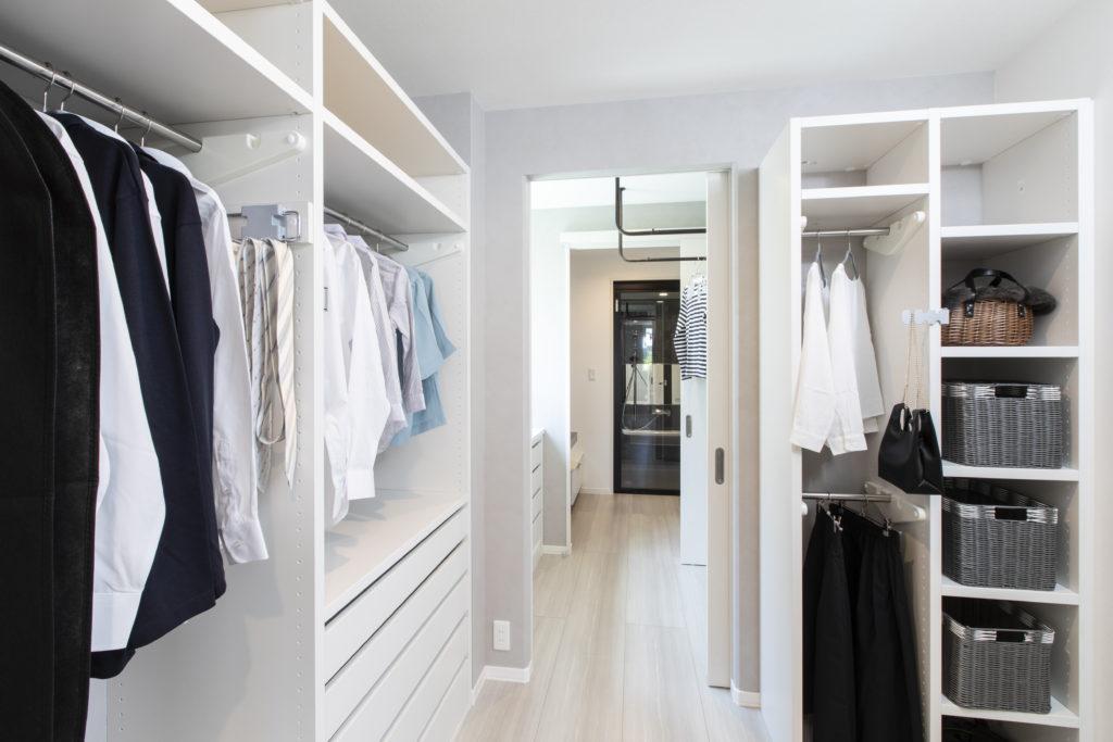 浴室・洗面脱衣室。ランドリ・クローゼットを一直線に配置。