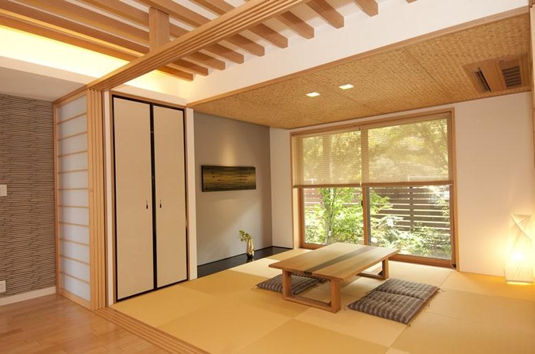 品のあるモダンな和室で四季の移ろいを感じることができます。来客にゲストルームにいろいろと重宝する和室はあると便利です。