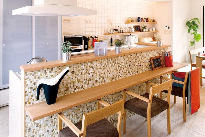 かわいくナチュラルなカウンターのあるキッチンは、お料理するのもおもてなしも好きになれそうな予感。ぜひご自分がキッチンに立っている姿を想像してみてください。