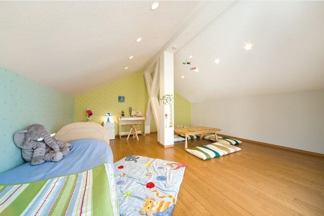 勾配屋根を活用した小屋裏は、とっておきの趣味のスペースや、キッズルームなど使い方いろいろです。楽しい使い方を考えてみましょう。