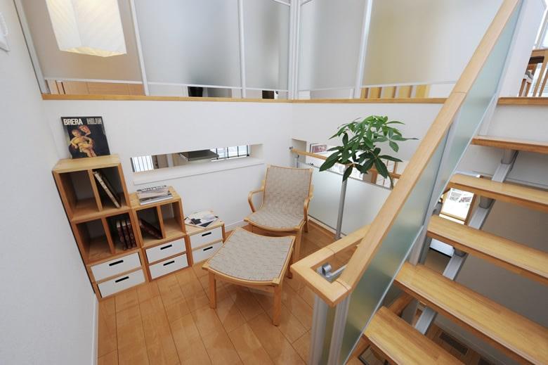 個性的な床の間のある凛とした雰囲気のモダンな和室。お客様のおもてなしにも便利な和室は、ひとつあるととても便利です。