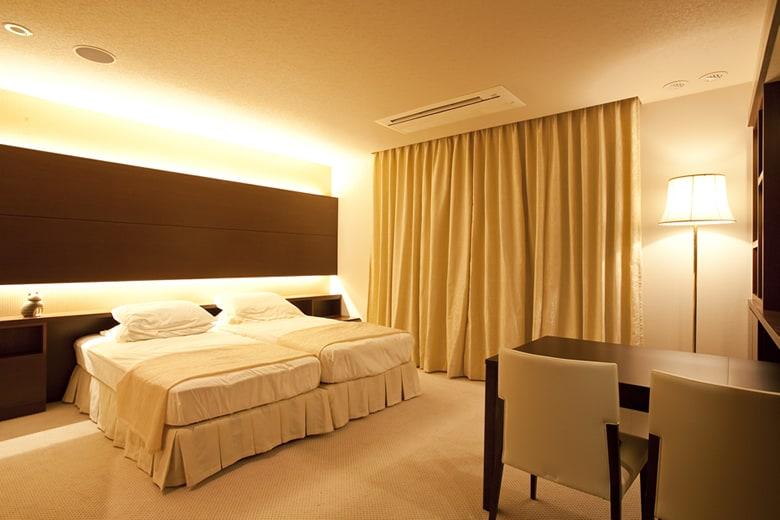ホテルを思わせる上質感、ゆったりとした時間を過ごせる雰囲気は、1日の疲れを癒す主寝室にふさわしい豪華な仕様です。