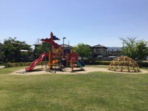 阿賀崎公園 100m(徒歩2分)※芝生広場や様々な遊具であそぶことができます。トイレも設置されています。