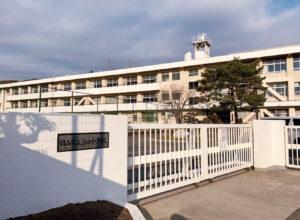 浮田小学校 約1.5km(徒歩18分)