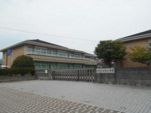 松山市立双葉小学校 約700m(徒歩9分)