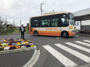 駅にバス停があるので便利