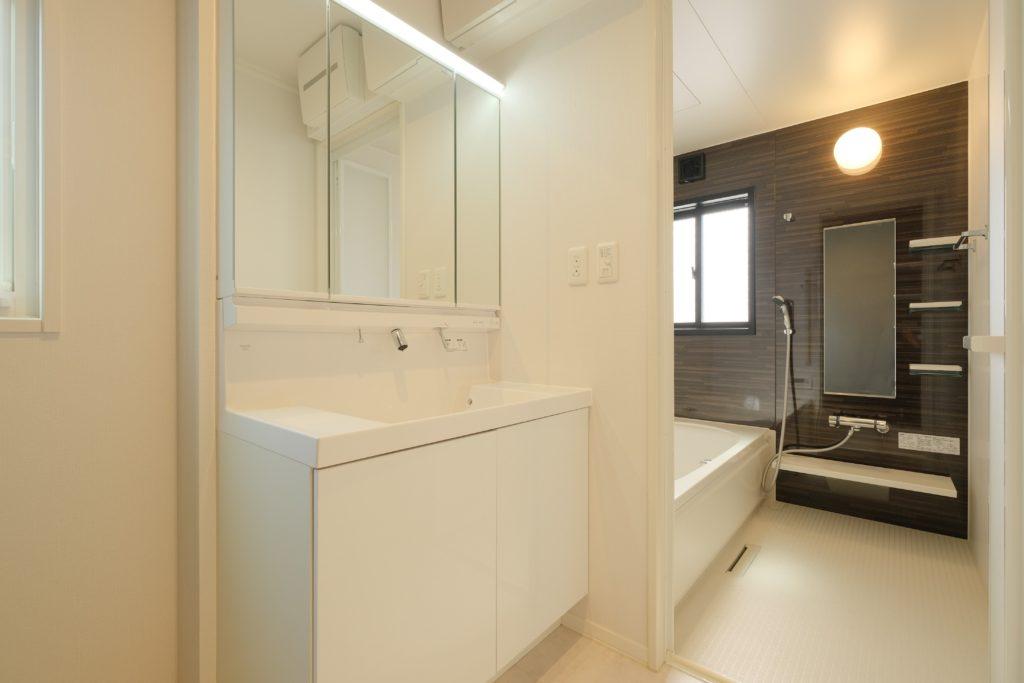 洗面、浴室写真。(2021年3月撮影)