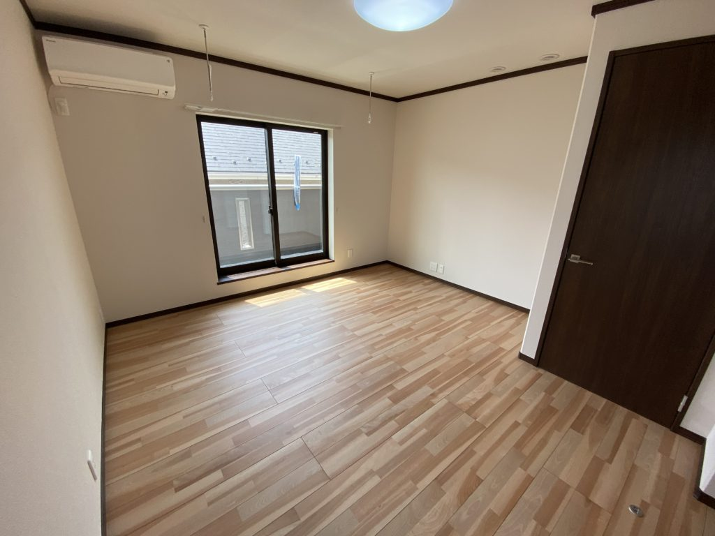 2021年3月15日撮影 広々とした寝室です。
