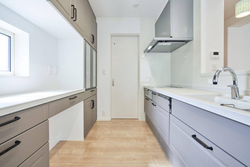 家事動線を考えてキッチンを配置しています。
