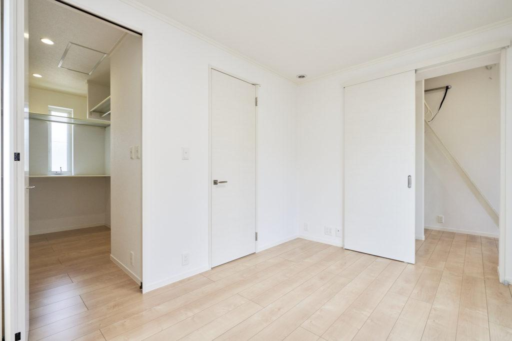 それぞれのドアを開けるとこんな感じです。