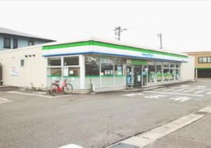 ファミリーマート王司上町店(550m・徒歩7分)