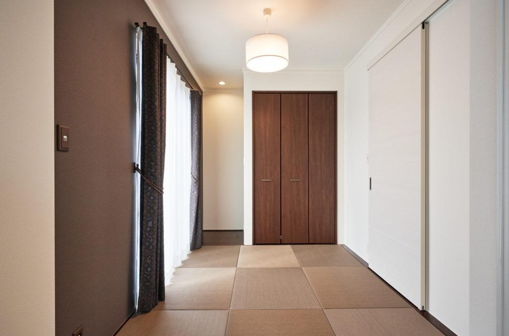 LDK隣接のタタミ間はオープンでも個室としても使えます。
