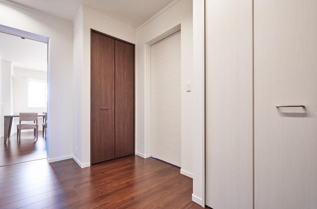 2階ホール内にも収納があります。