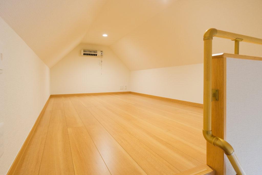 主寝室の階段から小屋裏スペースへ【2021.05.10】