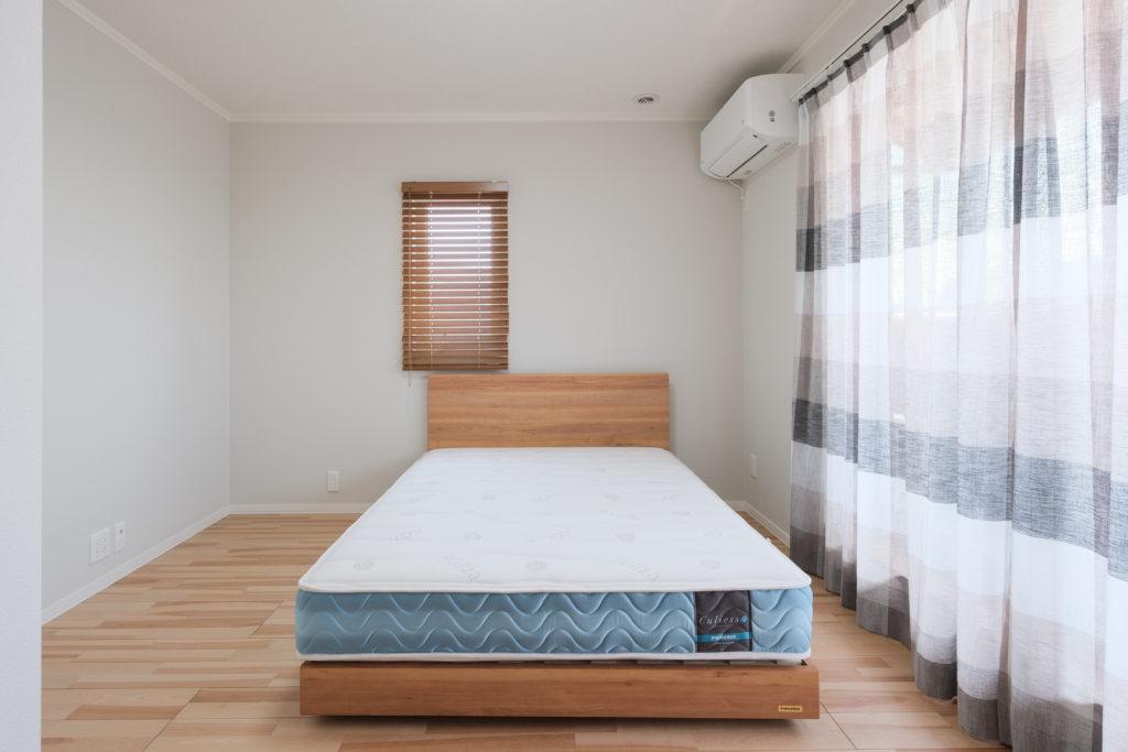 大開口で明るい寝室【2021.3.29撮影】