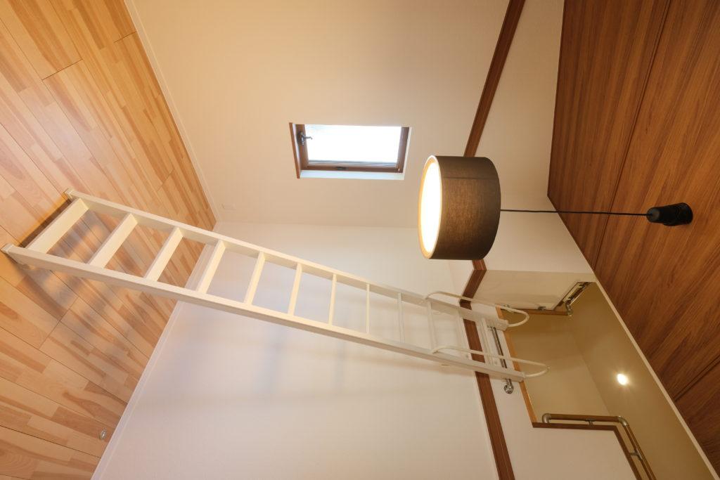 ロフトと傾斜天井のある部屋【2021.3.29撮影】