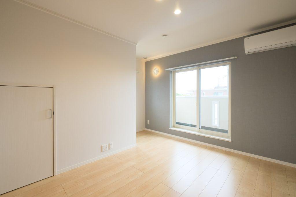 階段付ロフトのある寝室【2021.07.01】