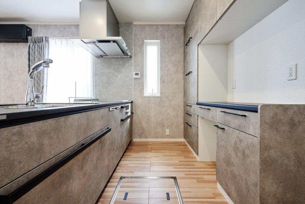 収納が多く、お手入れがし易いクリナップさんのキッチンです。