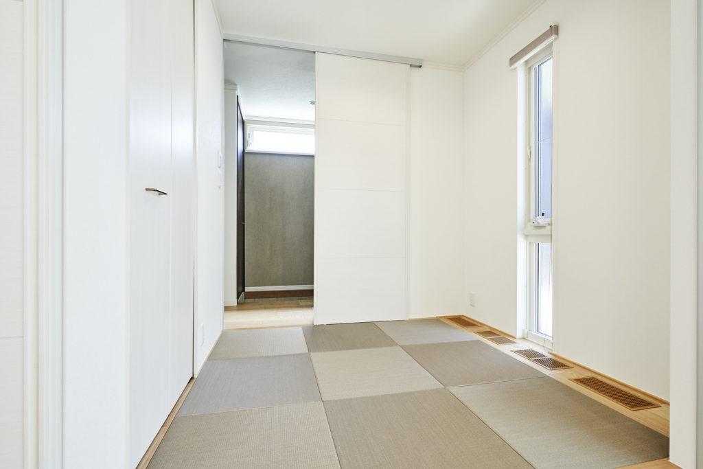 タタミスペースの引戸が全て開くので繋げて広い空間になります。