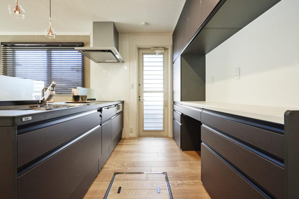 収納が多く、お手入れがし易いLIXILさんのキッチンです。