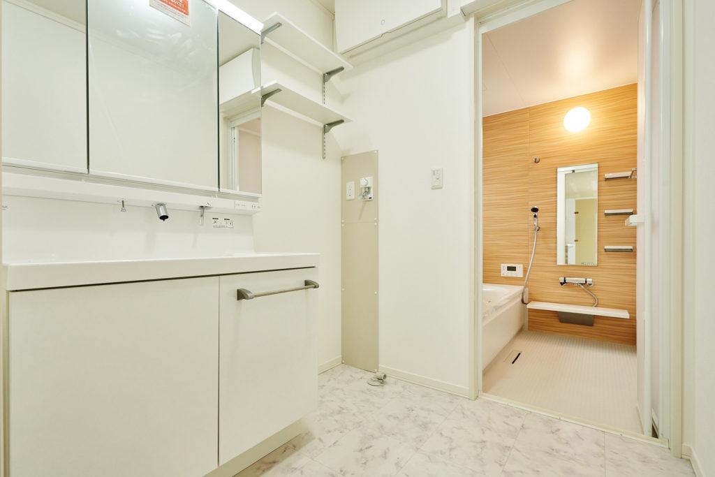 お手入れし易い洗面化粧台・セキスイオリジナルユニットバス。