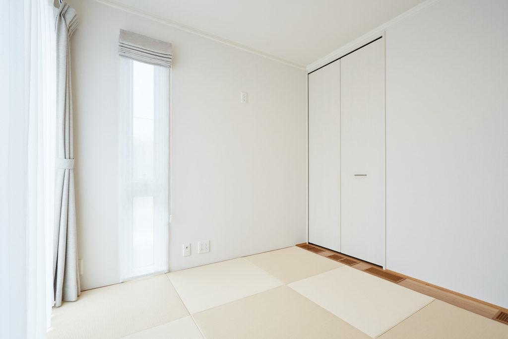 日頃オープンでお子様が、来客時には仕切って個室と便利です。